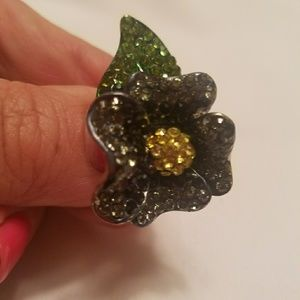 Beautiful Stretch Flower Ring!